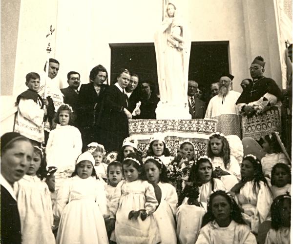 NUEVA HELVECIA   70 años de la bendición de la estatua de la Virgen María en el frente del Colegio MTA